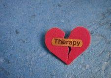 Atadura da terapia no coração fotos de stock