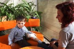 Atadura do pé do menino Foto de Stock