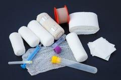 Ataduras médicas com emplastro e seringas de colagem Imagens de Stock