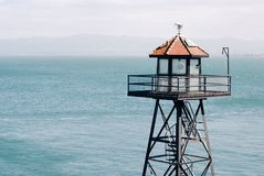 Atalaya en la isla de Alcatraz, torre de guardia Foto de archivo