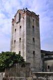 Atalaya envejecida en campo de China meridional Fotos de archivo