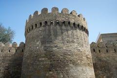 Atalaya a la fortaleza vieja de Baku imagen de archivo libre de regalías