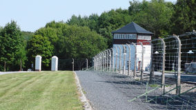 Atalaya y alambres de púas electrificados en el campo de concentración de Buchenwald Weimar, Alemania Fotos de archivo