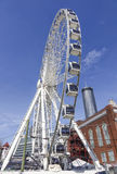 Atanta Skyview Ferris Wheel binnen de stad in - ATLANTA, GEORGIË - APRIL 21, 2016 stock afbeeldingen