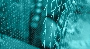 Ataque aleatório do cyber dos números binários, computadores de escritório cortados do banco ilustração royalty free