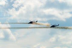 Ataque de dos helicópteros rusos MI-24 Fotografía de archivo libre de regalías