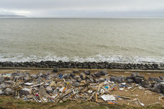 Ataque 14 de fevereiro dano 2014, sobras de madeira da praia despedaçada h Fotografia de Stock