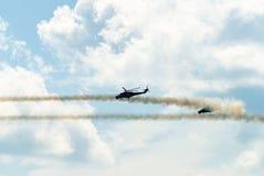 Ataque de los helicópteros rusos MI-24 Imagenes de archivo