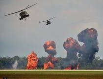 Ataque de tierra del helicóptero Fotografía de archivo libre de regalías