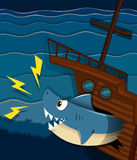 Ataque del naufragio y del tiburón subacuático Fotos de archivo