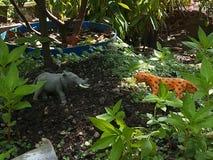 ataque del tigre en elefantes foto de archivo