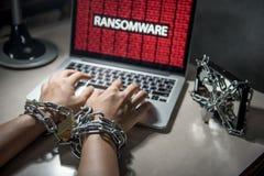 Ataque do cyber de Ransomware no portátil do computador fotografia de stock