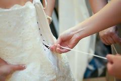 Atar el vestido Imagen de archivo