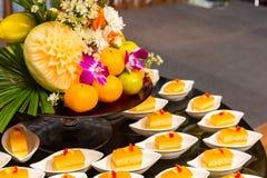 Atasco anaranjado de la torta en la taza de torta Torta para la celebración o el partido fotografía de archivo libre de regalías