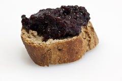 Atasco de frambuesa hecho en casa con pan fresco Desayuno sano foto de archivo