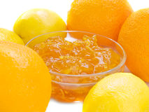 Atasco de la fruta cítrica con la naranja y el limón aislados Imagenes de archivo