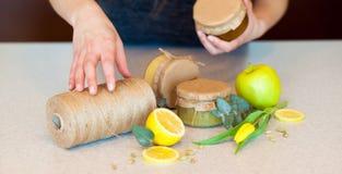 Atasco de la fruta con el limón y la manzana Fotos de archivo libres de regalías