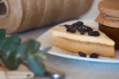 Atasco del albaricoque en el tarro y la torta Fotos de archivo