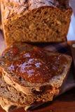Atasco del higo en rebanadas del pan Foto de archivo libre de regalías