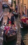 Atasco del traffice de la góndola en Venecia Fotografía de archivo libre de regalías