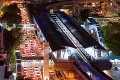 Atasco en área comercial durante hora punta en Bangkok Fotografía de archivo libre de regalías