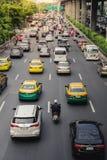 Atasco en Bangkok vida del hombre del sueldo Foto de archivo