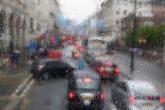 Atasco en el tiempo lluvioso en Londres Foto de archivo libre de regalías