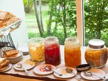 Atasco y mantequilla clasificados en esquina de la comida fría Foto de archivo libre de regalías