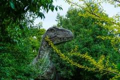 Atatue динозавра на музее динозавра Goseong, Южной Корее стоковое изображение rf