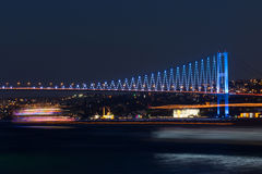 Ландшафт с мостом Ataturk (мост Bosphorus) Стоковое фото RF