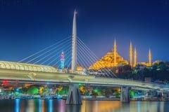 Ataturk bro, tunnelbanabro på natten Istanbul royaltyfri fotografi