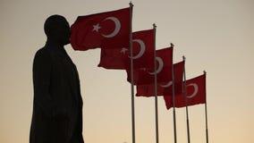 Ataturk statua i turecczyzn flaga zdjęcie wideo