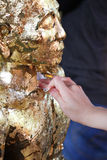 Ate la hoja de oro en la estatua de Buda Imagenes de archivo