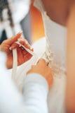 Ate para arriba el vestido de boda Fotografía de archivo