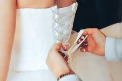 Ate para arriba el vestido de boda Fotos de archivo libres de regalías