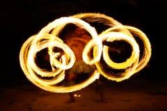 Ateie fogo à mostra na caverna famosa de Hina, movimento borrado, praia de Oholei, tonelada Fotografia de Stock Royalty Free