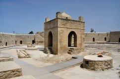 Ateie fogo ao templo de Baku Ateshgah, lugar da adoração do Zoroastrian, Azerbaijão Imagem de Stock Royalty Free