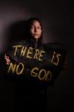 Ateistyczna nastoletnia dziewczyna trzyma sztandar z inskrypcją Obraz Royalty Free