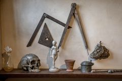 Atelier artifacts. Artist atelier study room artefacts on a shelf used by dutch master painters in the 17th century in Amsterdam stock photo