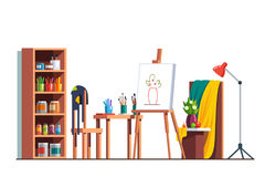 Atelier d'artiste de peintre avec la toile, chevalet, peintures Images stock