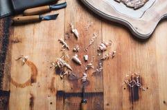 Atelier d'un charpentier Outils pour le découpage du bois Images libres de droits