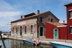 Atelier de bateau à l'île de Burano Images stock