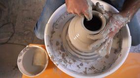 Atelier de compétence d'art décoratif d'argile de pot banque de vidéos