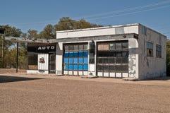 Atelier de réparations automobiles abandonné Photographie stock libre de droits