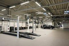 Atelier de réparations de voiture photos stock
