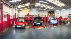 Atelier de réparations des véhicules à moteur de voiture Photos libres de droits