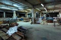 Atelier de travail du bois de pièce, le plan global Concept d'industrie de production, de fabrication et de travail du bois - ate photo stock