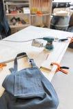 Atelier intérieur de menuiserie Lieu de travail de travail du bois Arbre charpentier photo stock