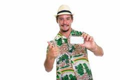 Atelieraufnahme des jungen glücklichen touristischen lächelnden Mannes beim Nehmen von pict Stockfoto
