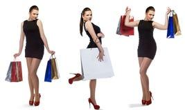 Atelieraufnahme des schönen Mädchens ist in der Modeart mit dem Einkaufen Lizenzfreies Stockbild